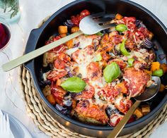 Nadia Lim nails dinner time with this Italian chicken bake recipe. Ready in under an hour, this gluten-free dish is easy enough for weeknights yet also sophisticated enough for a weekend dinner party. Dig in! Italian Baked Chicken, Baked Chicken Recipes, Beef Recipes, Cooking Recipes, Recipies, Chicken Meals, Chicken Pumpkin, Baked Pumpkin, Roasted Vegetables