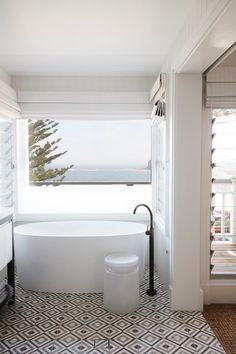 Posh beach house in northern sydney beach shack ванная, дом, Coastal Living Rooms, Coastal Cottage, Coastal Homes, Coastal Style, Beach Homes, Beach House Bathroom, Beach House Decor, Home Decor, Aqua Bathroom
