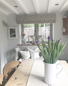 Little Greene French Grey Pale on walls Grey Room, Living Room Grey, Home Living Room, Pale Grey Paint, Grey Paint Colors, French Grey Little Greene, Little Greene Paint, Grey Hall, Green Kitchen Walls