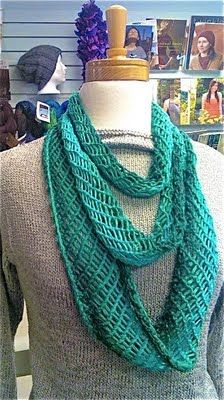 I have been looking for an infinity and lace scarf.  Might need to make this next.
