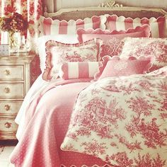 I love this vintage antique style bedroom in pink! | interior design | eclectic | unique | bedroom ideas | pillows and blankets | home decor | dream homes