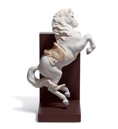 01018254  HORSE ON COURBETTE   Issue Year: 2006  Sculptor: Juan Ignacio Aliena  Size: 33x22 cm  Base included