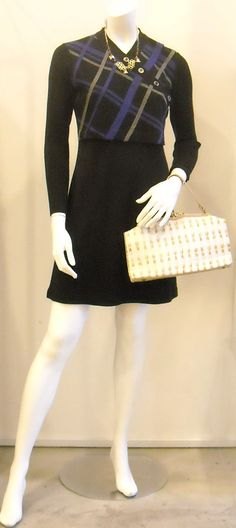 VINTAGE LIZ CALIBORNE BLACK KNIT DRESS WITH HATCH PATTERN  A classic little work dress that will get maximum mileage and that you can always fall back on. From the 80s/ early 90s.