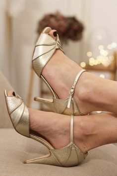 Wedding – OUTLET Rachel Simpson: Salome Gigi Source by chloemouliac Rhinestone Wedding Shoes, Gold Wedding Shoes, Designer Wedding Shoes, Gold Shoes, Bridal Shoes, Gatsby Fancy Dress, Women's Shoes Sandals, Dress Shoes, Rachel Simpson
