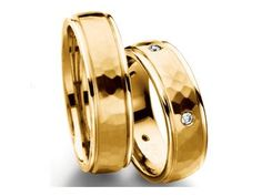 Check out this Furrer Jacot Men's Band in hammered yellow gold with diamond accents!!
