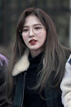 Seulgi, Kpop Girls, Kpop Girl Groups, Irene, Red Velet, Velvet Wallpaper, Wendy Red Velvet, Wearing Glasses, Kim Yerim