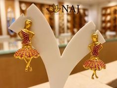 Add an instant charm to your look wearing this dancing Angel Earrings.Available Only @ NAJ For details Call or WhatsApp @ 9032041323 Grswt: gms. Gold Jhumka Earrings, Indian Jewelry Earrings, Jewelry Design Earrings, Gold Earrings Designs, Indian Wedding Jewelry, Gold Jewellery Design, Angel Earrings, Ear Jewelry, Chain Jewelry
