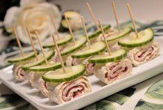Tunnbrödssnittar med pepparrotsost & rökt kött Sushi, Food And Drink, Tableware, Ethnic Recipes, Dinnerware, Dishes, Place Settings, Serveware, Sushi Rolls