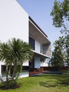 M House / Ong Architects  Architects: Ong Architects  Location: Bukit Timah, Singapore  Project Year: 2011  Photographs: Derek Swalwell  Project Area: 738 sqm  Structural & Civil: KKC Consultancy Services  Mechanical & Electrical: Gims & Associates Pte Ltd  Main Contractor: Jiang Construction Pte Ltd  Project Management: Project Innovations Pte Ltd (QC)