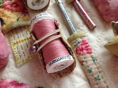 Clever thread holder! (Sewing Room Secrets Sewing Caddy15)