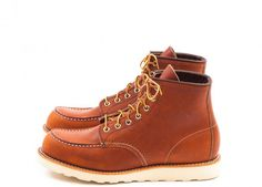 Red Wing Heritage No. 875 in Oro-Legacy leather. Made in USA.