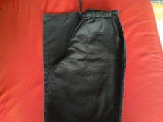 pantalone scuro https://www.facebook.com/groups/1425472734405077/permalink/1429199500699067/