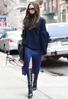Victoria Beckham: Ihre schönsten Looks in Bildern Beauty And Fashion, Fashion Looks, Fashion Mode, Fashion Outfits, Womens Fashion, Fashion Trends, Victoria Beckham Outfits, Victoria Beckham Style, New York Fashion