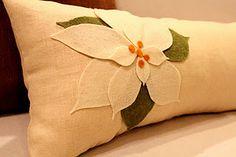Felt Poinsettia Pillow tutorial.