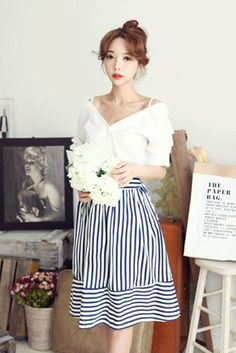 Today's Hot Pick :Stripe Flared Skirt http://fashionstylep.com/SFSELFAA0021187/insang1en/out This skirt has a bit of vintage flair in it. Get the sunny summer spirit by wearing this flared skirt. It has a knee-length hem, an allover stripes print, and an A-line silhouette, which you can twirl, dance, and run around in. It also sports an elastic waist band for better fit and comes in nautical blue stripes. Wear this with a cropped top and headscarf for a fun, summer look. - High-waisted with…
