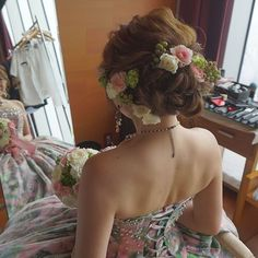 . . . オーベルジュ.ド.リルに指名してくださったyukaさんのお色直しのヘア♪ . 蜷川実花さんのドレスを、 . 優しいお花で表現しました。 . 実を沢山付けることによって、 . ぐっと柔らかさがでますよね☺️ . 正面はまた投稿します♡ . . #結婚式#美容師#髪型#ブライダル#ヘアアレンジ#ヘアアクセ#ヘアセット#プレ花嫁#セット#結婚#ハンドメイド#花嫁#編み込み#イヤリング#結婚式準備#前撮り#美容室#ヘアメイク#ウェディング#ヘアスタイル#アレンジ#写真#ブーケ#love#ig_japan#hairstyles#bridal#weddinghair#bridalhair#hairarrange