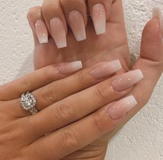 The advantage of the gel is that it allows you to enjoy your French manicure for a long time. There are four different ways to make a French manicure on gel nails. Classy Acrylic Nails, Summer Acrylic Nails, Best Acrylic Nails, Acrylic Nail Designs, Summer Nails, Natural Acrylic Nails, Engagement Nails, Milky Nails, Nagellack Design