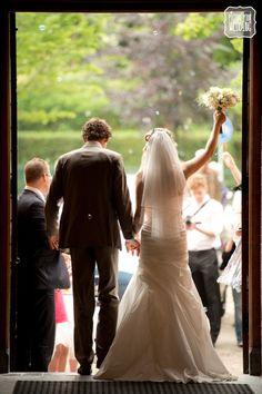 Picture Your Wedding #bruiloft #trouwdag #fotografie #justmarried #bellenblaas #kerk