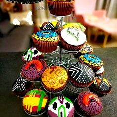 Black Panther Movie Wakanda Ethnic Africa Home Inspo – African print cupcake, motif africain, imprimé africain, wax. African Wedding Cakes, African Wedding Theme, African Traditional Wedding, Traditional Wedding Cakes, Traditional Cakes, Movie Party, Party Time, African Party Theme, African Cake