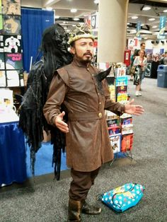 Renly Baratheon cosplay - this. is. AMAZING.
