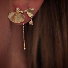 Naya wearing Ginkgo earring  #ginkgo#gold#diamonds#handmade#finejewelry #finejewellery #copenhagencenter#julegave