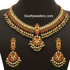 Kundan Pearls Necklace Set with weight, 22 carat gold necklace designs Jewelry Design Earrings, Gold Jewellery Design, Necklace Designs, Gold Jewelry, Gold Necklaces, Diamond Jewelry, Pearl Necklace Set, Emerald Necklace, Antique Jewellery Designs