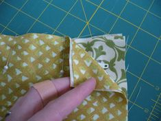 Sew close to the edge of the fabric (less than Wallet Sewing Pattern, Easy Sewing Patterns, Bag Patterns To Sew, Easy Sewing Projects, Sewing Hacks, Sewing Crafts, Sewing Ideas, Sew Wallet, Wallet Tutorial