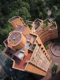 Torres del Parque. Rogelio Salmona Bamboo Architecture, Facade Architecture, Contemporary Architecture, Bamboo Structure, Brick In The Wall, Cool Tree Houses, Tree House Designs, Brick Building, Beautiful Landscapes