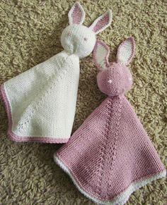 Muistatteko Rättipupun jonka tein alkukesästä serkkuni vauvalle? Nytpä sain hyvän syyn neuloa saman ohjeen uudelleen ja peräti kahteen kert...