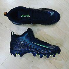 promo code 07a8a 388ac Crampon de football américain moulés Nike force sauvage shark disponible en  boutique et sur https