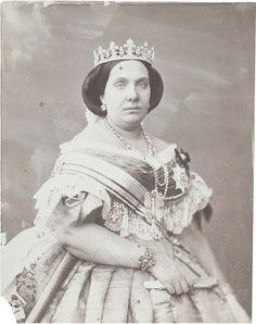 Isabel de Borbón y Borbón-Dos Sicilias - Isabella II of Spain - Wikipedia Royal Tiaras, Royal Jewels, Crown Jewels, Queen Isabella, Royal Photography, Spanish Royalty, Spanish Royal Family, Isabel Ii, Portraits