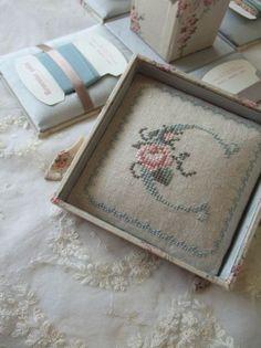 お針箱~クロスステッチの画像:東京・自由が丘 井上ちぐさの刺繍&カルトナージュ教室 Atelier Claire(アトリエクレア)