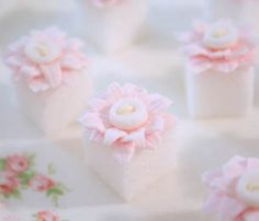 ♔ Pink Daisy & Button Sugar Cubes- These are so sweet! ♡