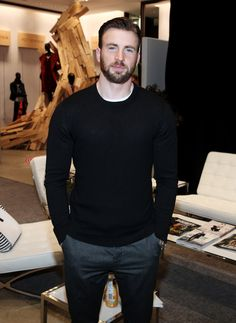 We Need To Take A Moment To Appreciate Chris Evans' Favorite Sweater