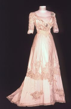 b41ddd9df1 698 Best Historic Clothing images