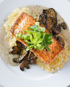 Make-Ahead Risotto Recipe with Mushrooms and Baked Salmon Make-ahead par-cooked risotto recipe with baked salmon, buerre blanc and herbed mushrooms from Nordstrom. Photo by Jeff Powell. Baked Salmon Recipes, Fish Recipes, Seafood Recipes, Gourmet Recipes, Cooking Recipes, Healthy Recipes, Healthy Options, Fancy Dinner Recipes, Risotto Receita