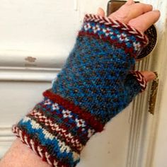 Ravelry: Latvian Braid Fair Isle Mitts pattern by Martha Marques Knit Mittens, Knitted Gloves, Knitting Socks, Hand Knitting, Knitting Machine, Loom Knitting Patterns, Knitting Blogs, Knitting Stitches, Knitting Tutorials