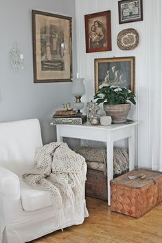 i want a cozy corner chair and table like this
