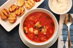 fiskesuppe med litt fart i, som denne tomatiserte suppen med chili. Fish Soup, Chana Masala, Cod, Soup Recipes, Chili, Ethnic Recipes, Soups, Fish Chowder, Cape Cod