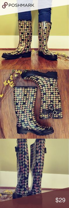 💠ROXY RAIN BOOTS💠 Great preloved condition, true to size and comfy, feel free to ask any questions BUNDLE for better discount Roxy Shoes Winter & Rain Boots