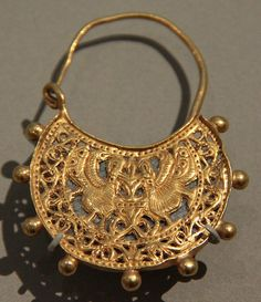 V - medieval earring    600-700 Byzantine Empire, Gold
