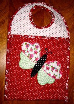 Patch Quilt, Quilt Blocks, Baby Crafts, Diy And Crafts, Arts And Crafts, Baby Bibs Patterns, Crochet Patterns, Quilting, Bib Pattern