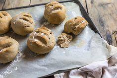 pains de campagne aux noix-1 No Salt Recipes, Hamburger, Nom Nom, Healthy Recipes, Healthy Food, Muffin, Bread, Breakfast, Hui
