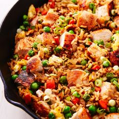 Chicken fried rice is the comfort dish of Chinese food. This classic take on the favorite is easy to make and makes the perfect lunch or dinner. Don't want chicken? Make it with shrimp or go … Best Chicken Fried Rice Recipe, Chicken Recipes Video, Healthy Chicken Recipes, Healthy Foods To Eat, Rice Recipes, Fried Chicken, Asian Recipes, Healthy Snacks, Chinese Recipes