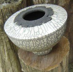 Raku keramiek van John Willems Ceramic Flower Pots, Ceramic Vase, Ceramic Clay, Raku Kiln, Raku Pottery, Pottery Art, Slab Ceramics, Japanese Pottery, Earthenware