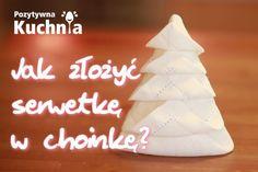 Serwetka złożona w kształt choinki - #poradnik o tym jak złożyć serwetkę w choinkę  http://pozytywnakuchnia.pl/serwetka-choinka/  #home #dom #decor