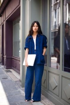 There is a woman I've recently become obsessed with, in terms of style. Sarah Linh Tran, who co designs Lemaire with her partner Christophe Lemaire. Denim Fashion, Fashion Outfits, Womens Fashion, Fashion Trends, Style Fashion, Fashion Tips, Bleu Indigo, Estilo Denim, Look Street Style