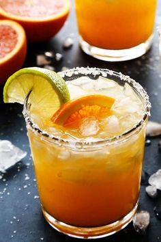 Orange Margarita: A sunny orange margarita for celebrating the glorious citrus season. This margarita recipe is easy to make, with just a few ingredients. I like to use Cara Cara oranges, but blood oranges or bright and tangy naval oranges are great, too! Beste Cocktails, Fun Cocktails, Cocktail Drinks, Cocktail Recipes, Cocktail Tequila, Tequila Drinks, Refreshing Drinks, Summer Drinks, Summer Drink Recipes