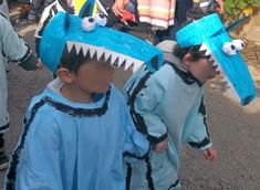 Ouh ouh voici nos petits loups chez Val Costume Carnaval, Wolf, Halloween Diy, Kids Playing, Acting, Easy Diy, Costumes, Children, Hats