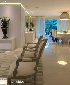 Sala Comedor Luxury Modern Homes, Modern Interior, Rugs In Living Room, Living Room Decor, Classic Living Room, Apartment Layout, Apartment Furniture, White Rooms, Designer